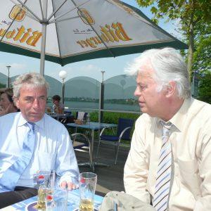 Oberbürgermeister Jürgen Roters im Gespräch mit Bezirksbürgermeister Willi Stadoll