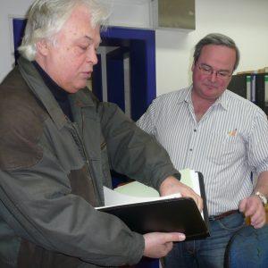 .. Übergabe umfangreicher Unterlagen an Vorsitzenden Handwerker PORZ