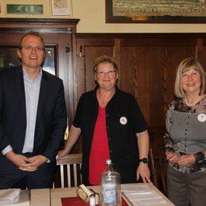 OB-Kandidat Jochen Ott mit Sigrid Alt und Anita Mirche vom Bürgerverein